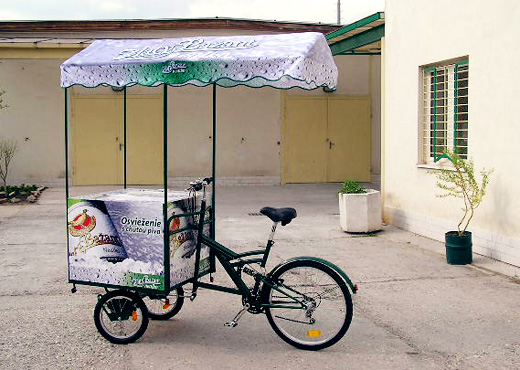 Front tricycle with thermobox  for cold beverages
