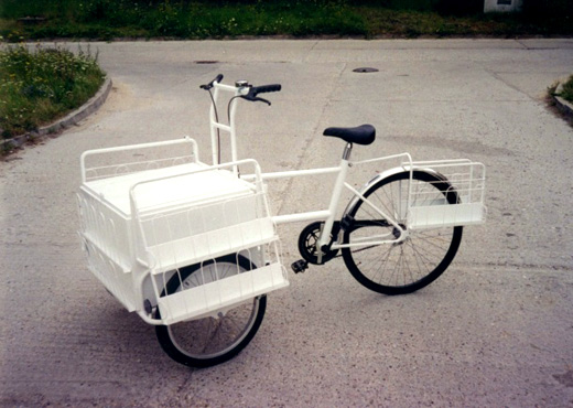 Front tricycle for newspaper sale